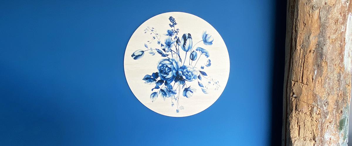 Dutch Sprinkles muurcirkel Delfts blauwe bloemen Studio Amke op hout slider