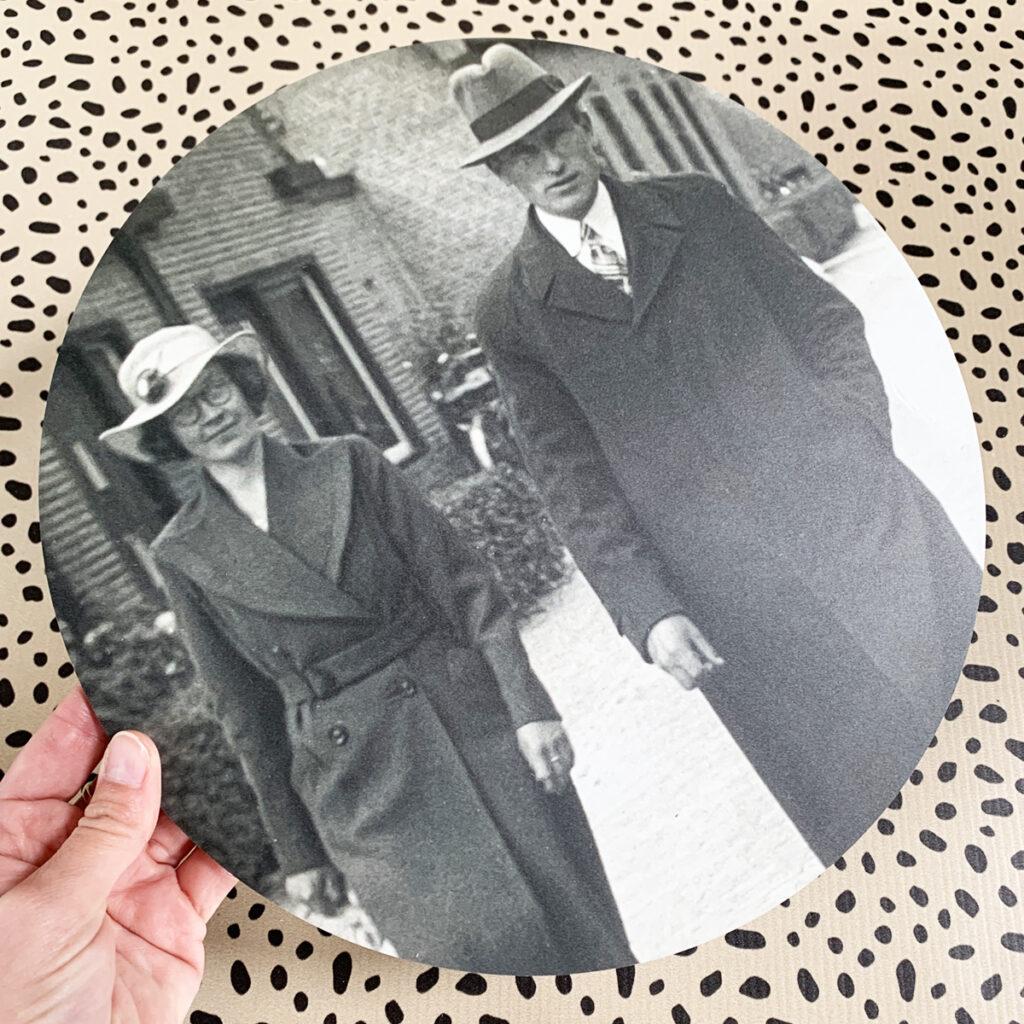 Oude foto op een muurcirkel - Dutch Sprinkles